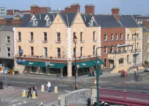 Portobello Bridge with South Richmond Street to the left. Credit - www.property.ie