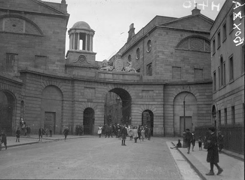 1920s image of Henrietta Street (NLI)