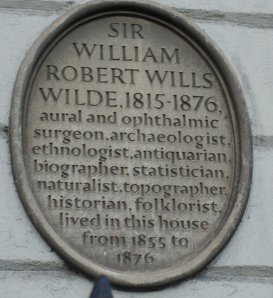 A plaque to Wilde upon the family home at Merrion Square today.
