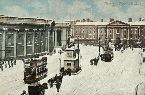 A postcard showing the old Irish Parliament building and the monument to King William of Orange.