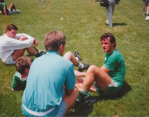 Kevin Moran and other players taking a break. Credit - BM