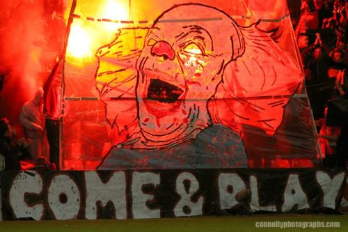 Saint Patrick's Athletic supporters invite Dundalk to 'Come and Play'. IMAGE: Darragh Connolly Photography