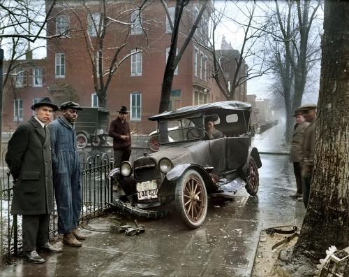 Car Wreck in Washington D.C, 1921 (via Reddit)