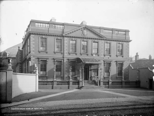 A historic image of the Mansion House (French Collection, National Library of Ireland)