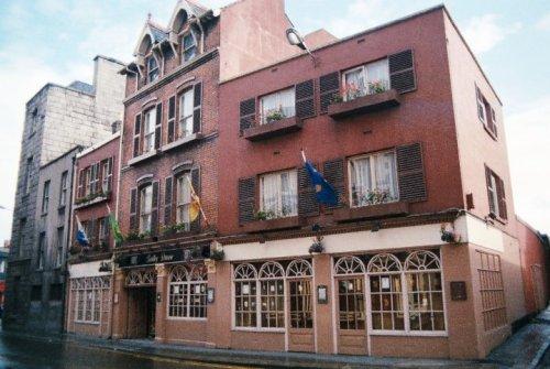 Bartley Dunne's in 1985. Credit - blogtrotta80s.blogspot.com