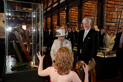 The celebrated harp can be seen here, on display, during the visit of Queen Elizabeth II to Trinity College Dublin in 2011 (Credit: www.tcd.ie)