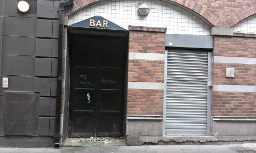 Old bar entrance. Prices Lane, Temple Bar. Credit - Sam.