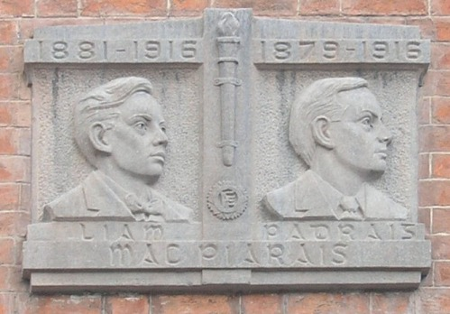Plaque outside 27 Pearse Street. Credit - michael7000.files.wordpress.com