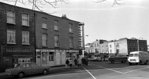 Lowes, 1976. Credit -  Dublin City Photographic Collection.