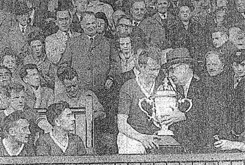 Oscar Traynor presents the FAI Cup to Saint Patrick's Athletic in 1961.
