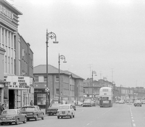 The  Fairview Grand Cinema, January 1971. (Image: Dublin City Public Library and Archives, http://dublincitypubliclibraries.com/taxonomy/term/215/all?page=1)