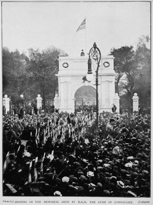 The 1907 unveiling ceremony. (Thanks to Neil Moxham for bringing this image to our attention)