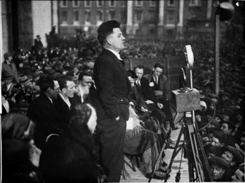 IRA veteran Frank Ryan speaking in College Green following the release of republican prisoners in 1932. He would later lead Irishmen to the Spanish Civil War.