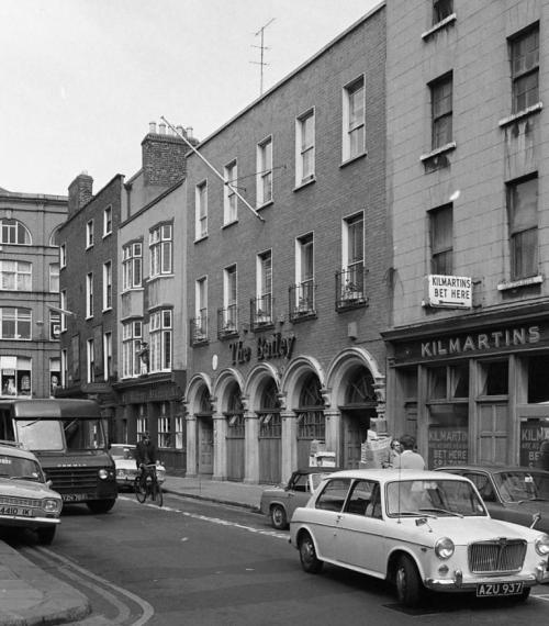 The Bailey, Duke Street, 1970. Before its modern expansion. Image from Dublin City Council Photographic Collection.
