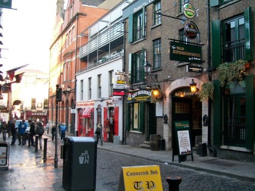 Crown Alley today. (Image Credit: www.geograph.ie/photo/2266860, Eric Jones. Creative Commons)