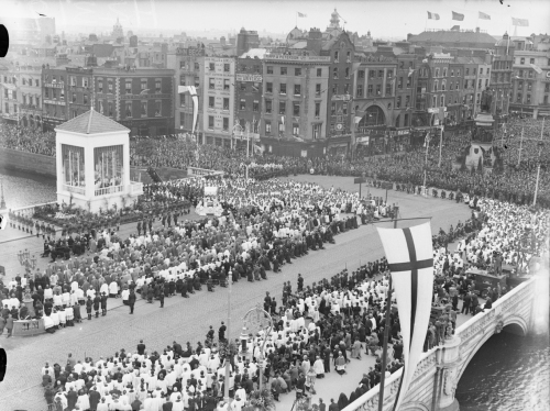 Eucharistic_Congress_-_Dublin_-_June_1932_-Benediction_on_the_Bridge