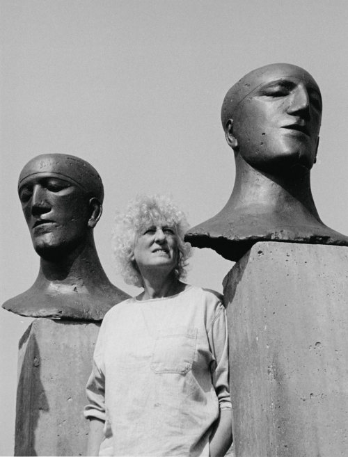 Frink beside two of her 'Tribute Heads'. (Image Credit: http://www.artcornwall.org/features/Elizabeth_Frink_archive_at_Sherborne_House.htm )