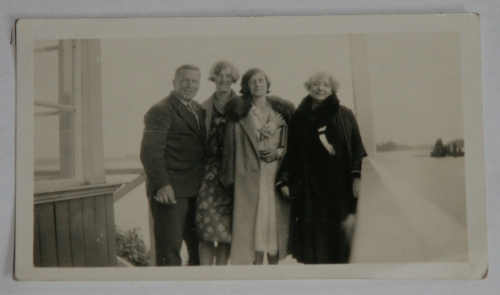 (l-r) Conrad Peterson, Isolde Peterson (cousin), unknown, unknown. Dublin, c. 1936. Credit : Brady Family via Sandra Bondarevska